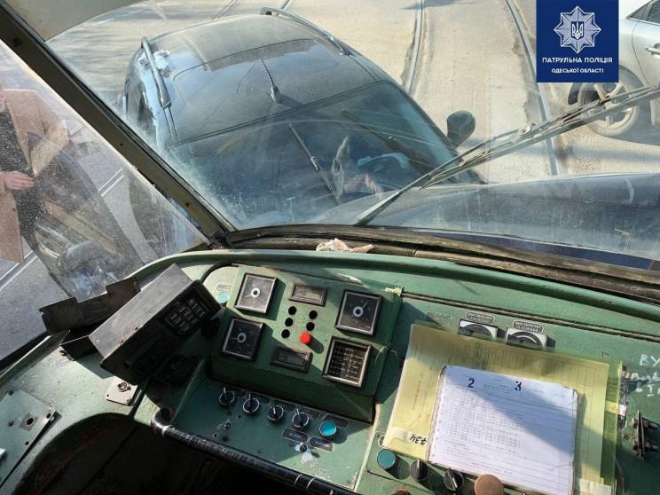 В Одесі через аварію зупинились три трам…