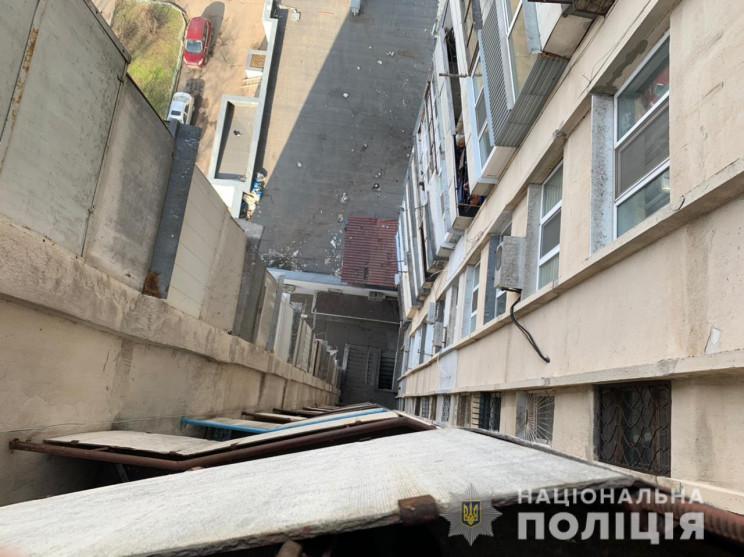 В Одесі юнак вистрибнув з 15-го поверху…