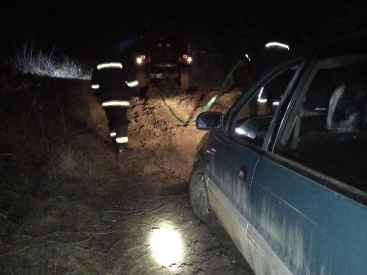 В Запорожской области спасатели вытащили…