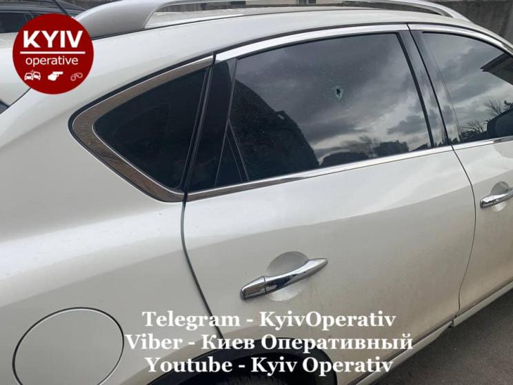 У Києві невідомі обстрілювали припаркова…