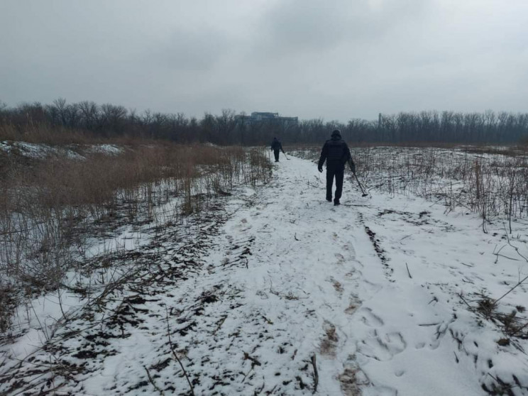 На Донбасі бойовики важко поранили бійця…