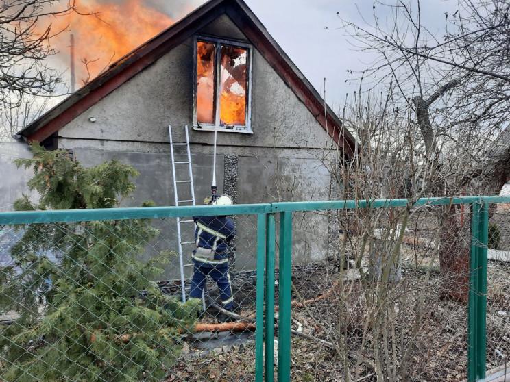 У Харківському районі загорівся дачний б…