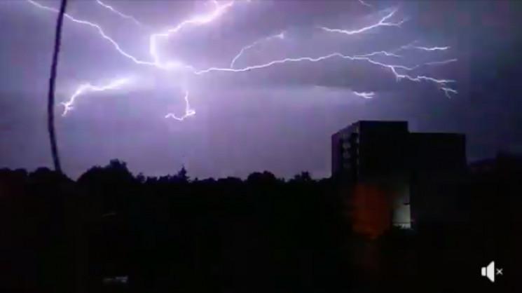 Громовиця розриває небо над Кам'янцем…