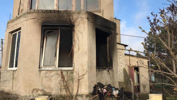 Біля Одеси гасили пожежу в будинку: Є по…