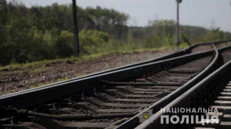 В Одесі 81-річна жінка кинулась під потя…