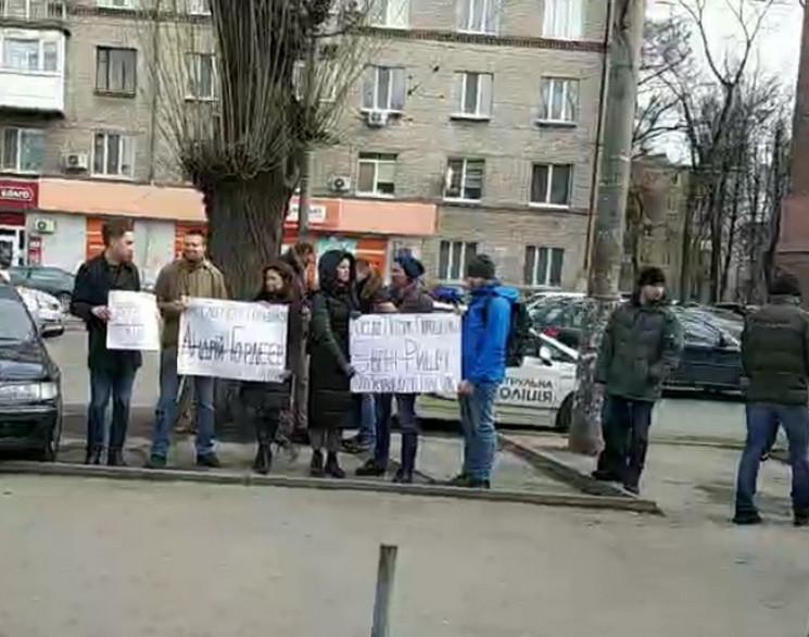 Ждут Порошенко: В Днипре активисты устро…