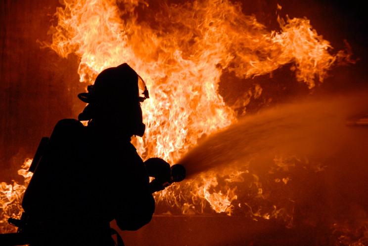 У Києві на пожежі двоє людей згоріли жив…