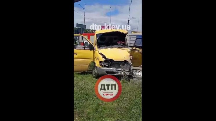 Під Києвом водій на швидкості влетів у в…
