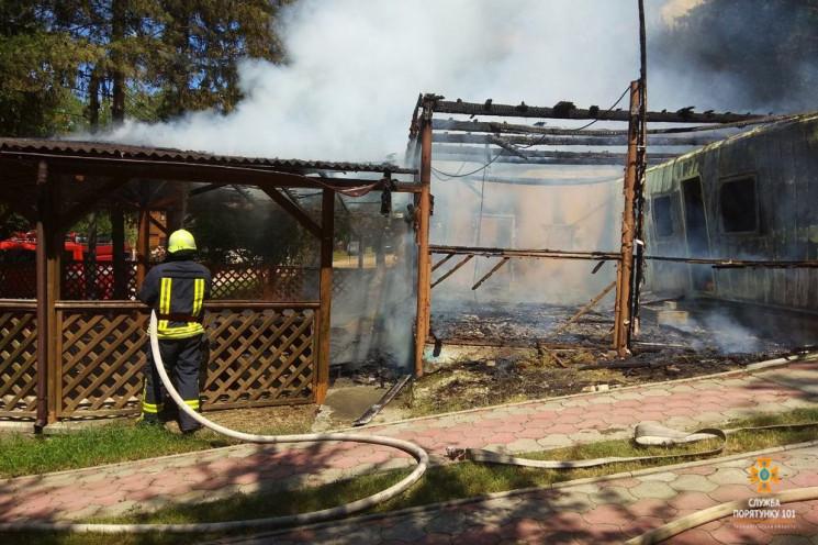 Пожар на базе отдыха: На Тернопольщине с…