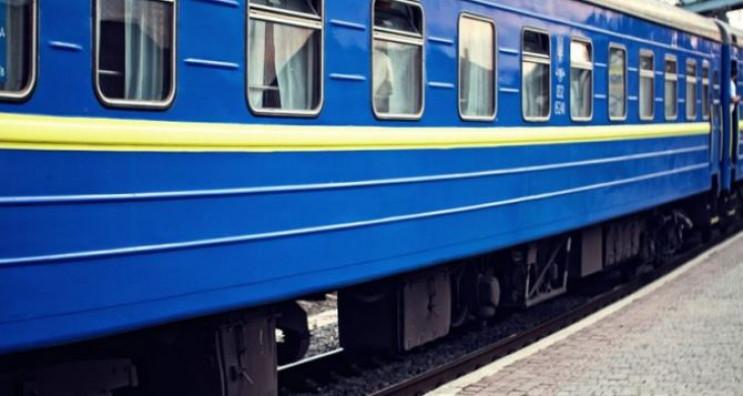 В поезде Харьков – Бердянск на ходу отло…