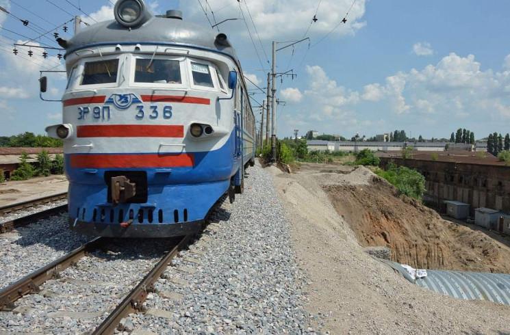Рух пасажирських потягів по станції Кроп…