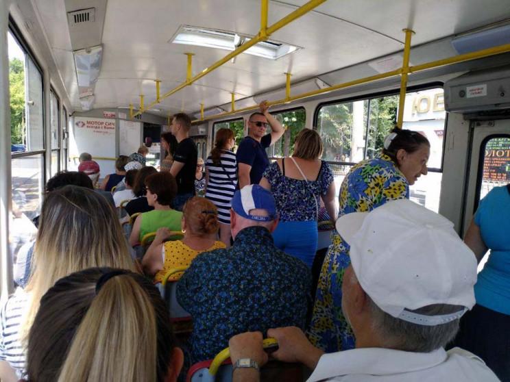 В троллейбусе – плюс 42°С, в трамвае – б…