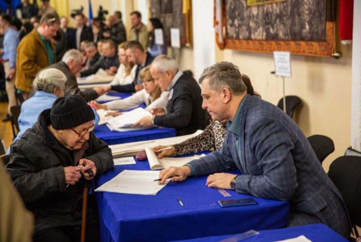 Мажоритарники Києва. Хто бореться за сто…