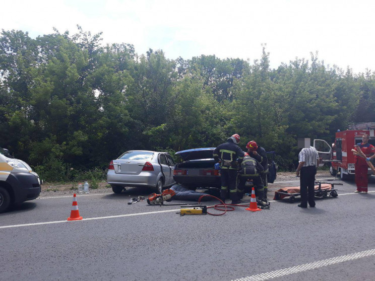 Автомобильная авария на Хмельнитчине: По…
