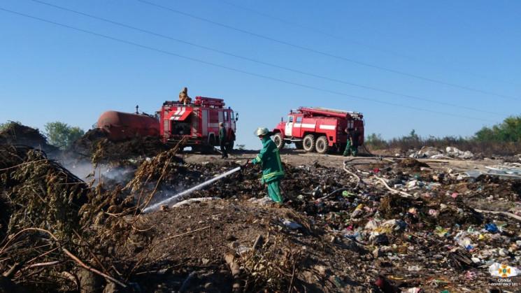 На Тернопольщине горят гектары свалки…