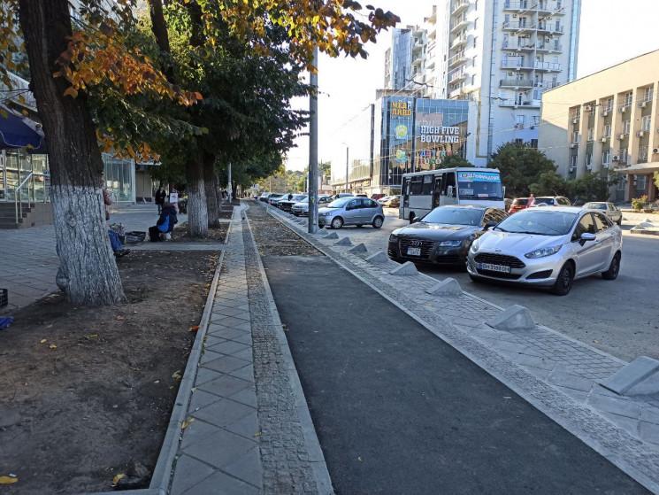 В Одессе новую велодорожку защитят от а ...