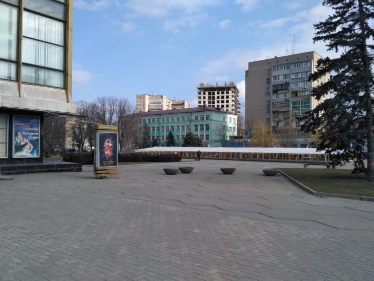 """У Дніпрі фонтан біля Оперного """"зашили"""" у…"""