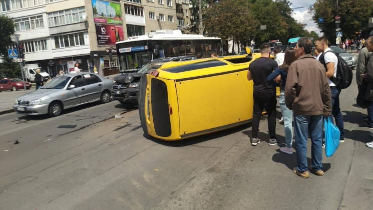 У Хмельницькому зіткнулися автомобілі. О…