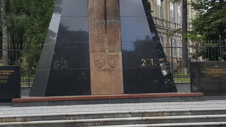 У Львові невідомі вандали пошкодили пам'…