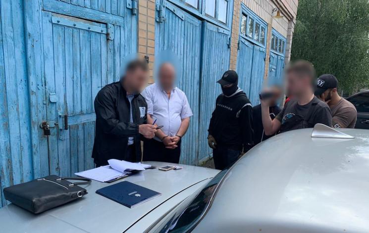 На Рівненщині топ-чиновника затримали на…