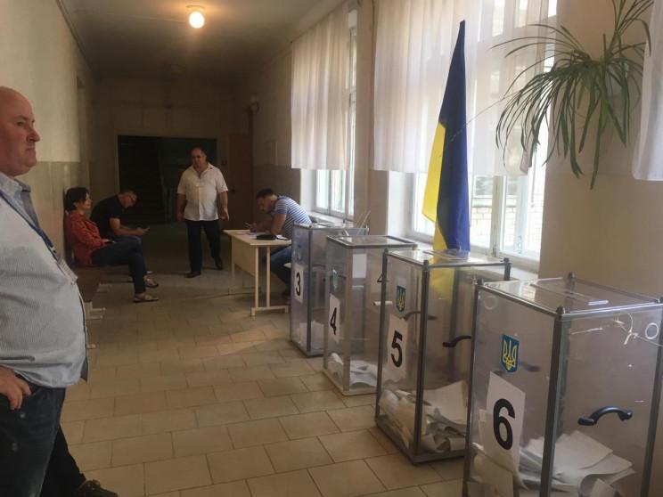 У Дніпрі не відкрилась виборча дільниця:…