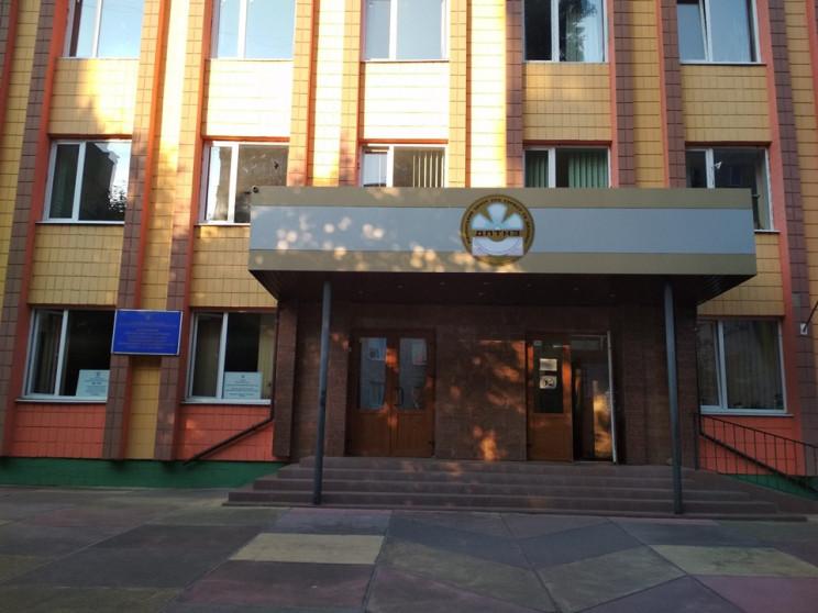 В Ровно в одном помещении выбирают канди…