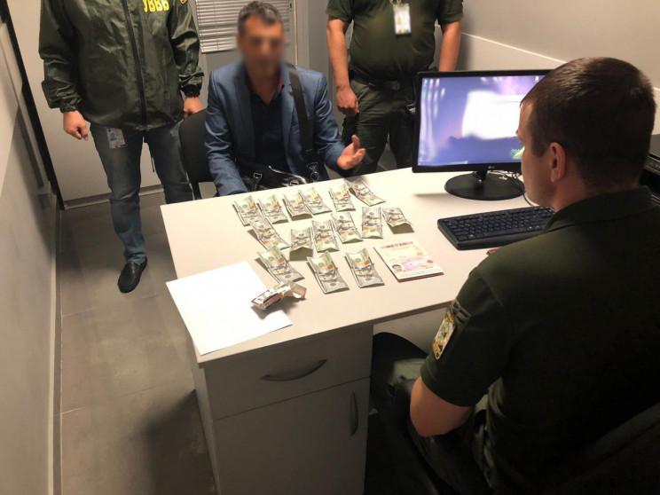"""Росіянин намагався за $1500 """"домовитися""""…"""
