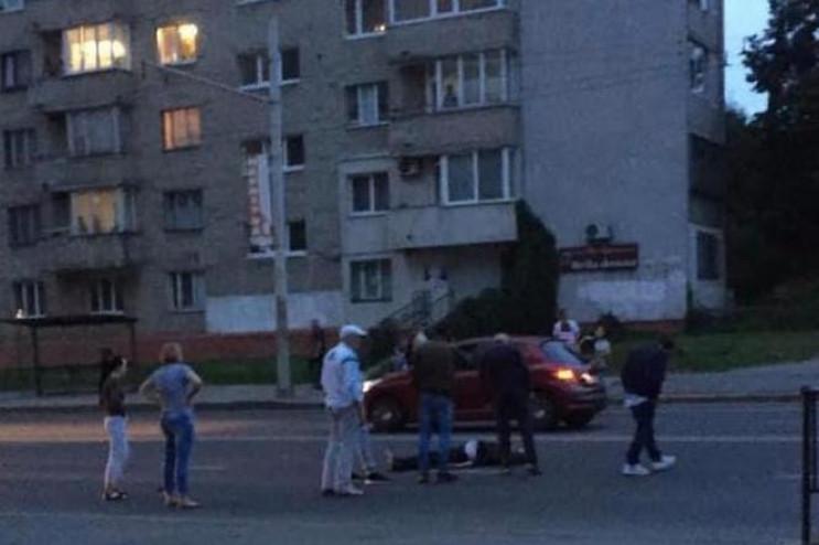 У Львові серед дороги помер чоловік (ФОТ…