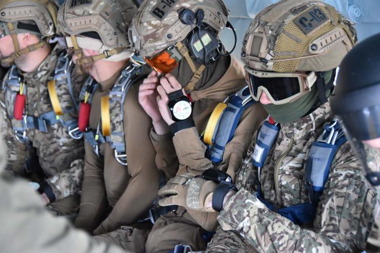 """Новая украинская парашютная система """"Сок…"""