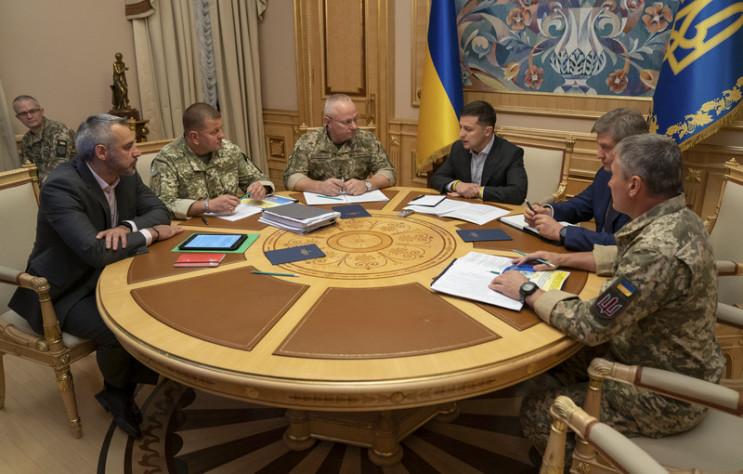 Видео дня: Обострение на Донбассе и перв…