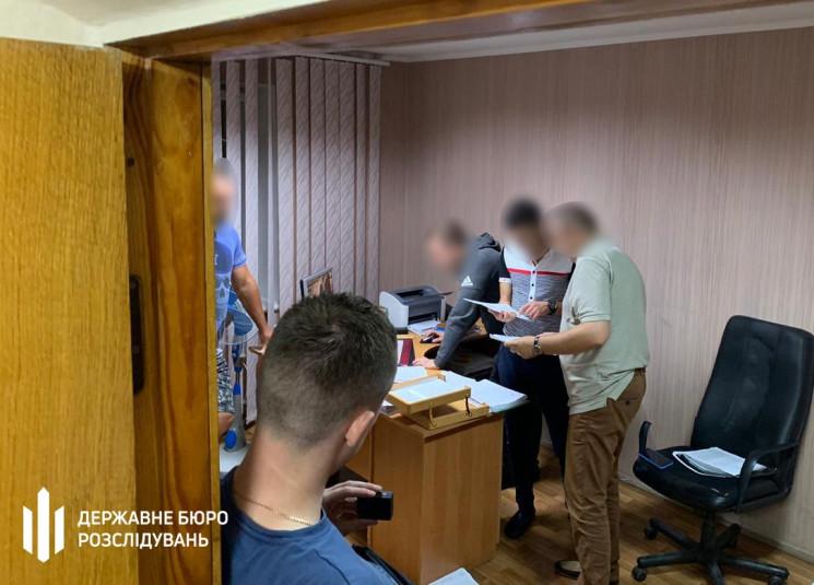 Слідчі Хмельницького ДБР затримали одног…