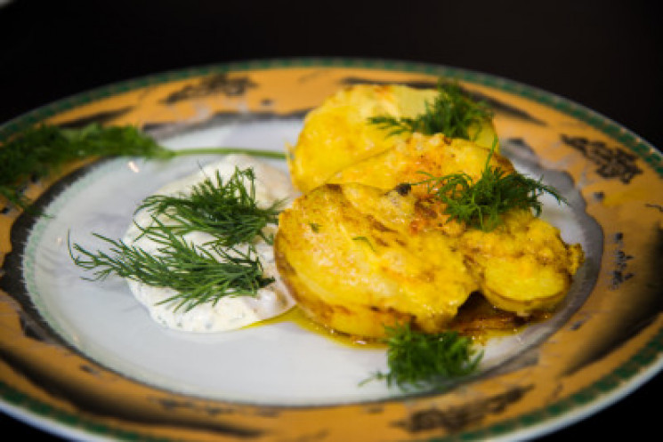 Зображення  — DEPO.КУХНЯ: Готуємо картоплю під сиром у духовці