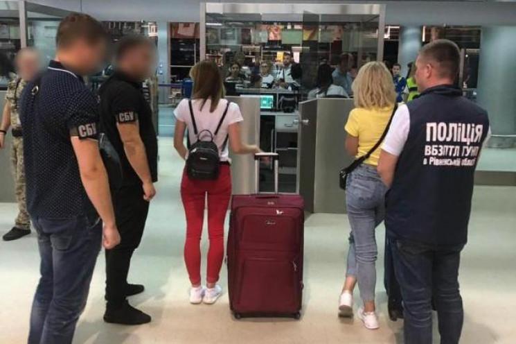 У аеропорту Львова затримали повію з Рів…