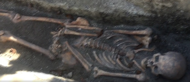 Еще восемь погребений археологи обнаружи…
