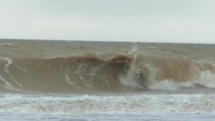 Юноша утонул в штормовом море на запорож…