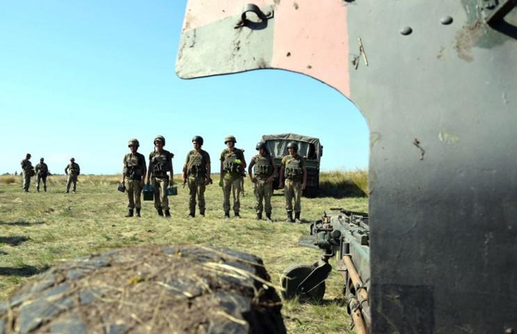 Бойовики обстрілюють українських солдаті…