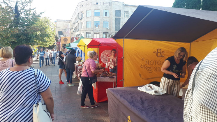 Стартовала ярмарка по продаже меда в Кро…