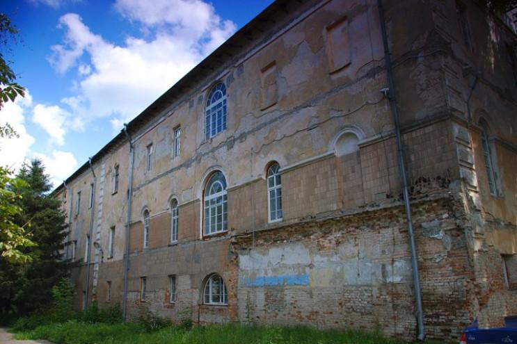 На Харківщині розвалюється історична буд…
