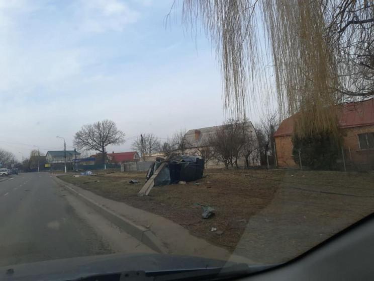 У Пироговому машина збила чотири стовпи…