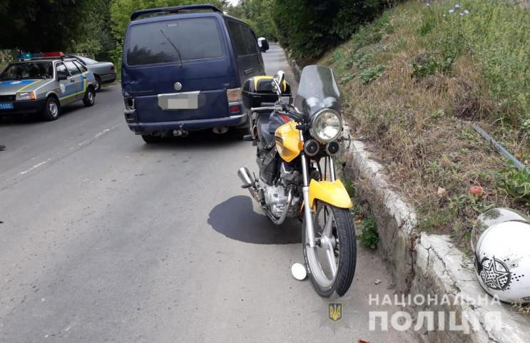 У Жмеринці мотоцикл зіткнувся одразу з д…