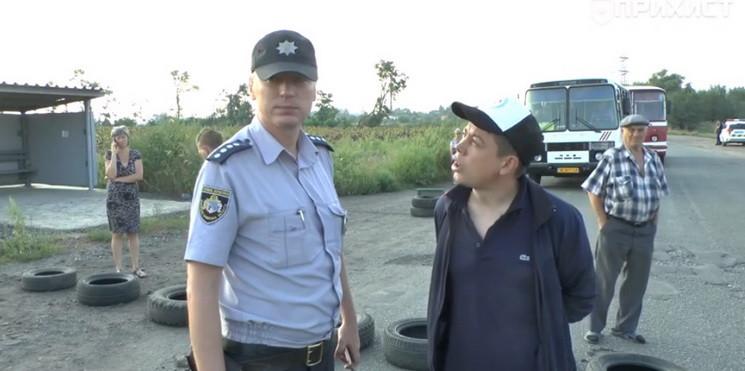 На Дніпропетровщині люди перекрили рух т…