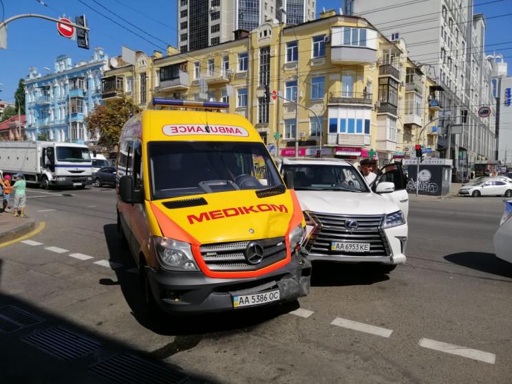 В Киеве произошло ДТП с участием скорой…