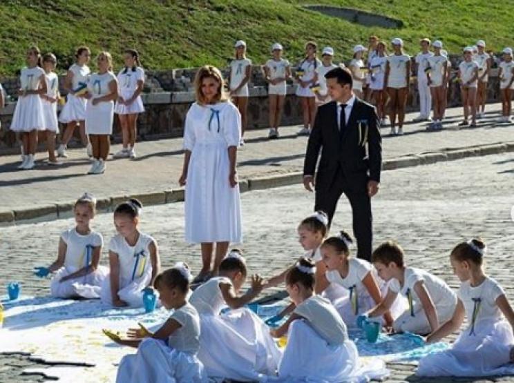 Дружина Кошового пошила сукню Олені Зеле…