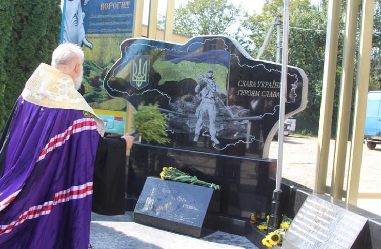 У Сторожинці відкрили пам'ятник загиблим…