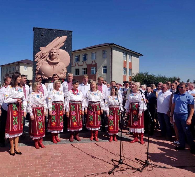 На Буковині відкрили пам'ятник Леоніду К…