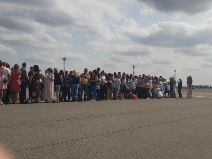 Родичі українських полонених збираються…