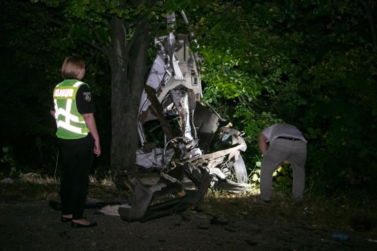 Смертельна ДТП під Києвом: Авто розірвал…