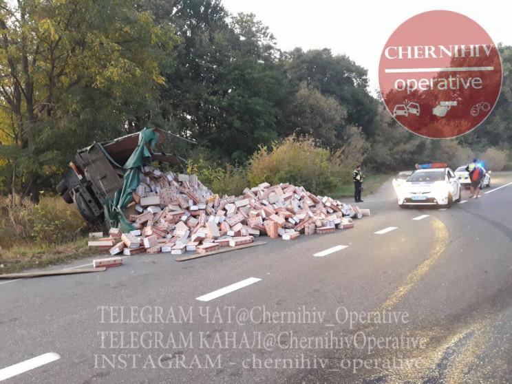 На Чернігівщині перекинулась вантажівка…