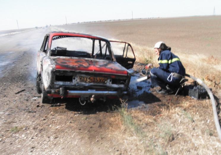 На херсонській автодорозі вщент згорів л…