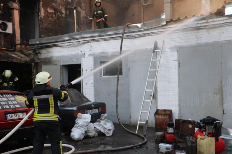 У центрі Києва сталася пожежа: Вогонь з…